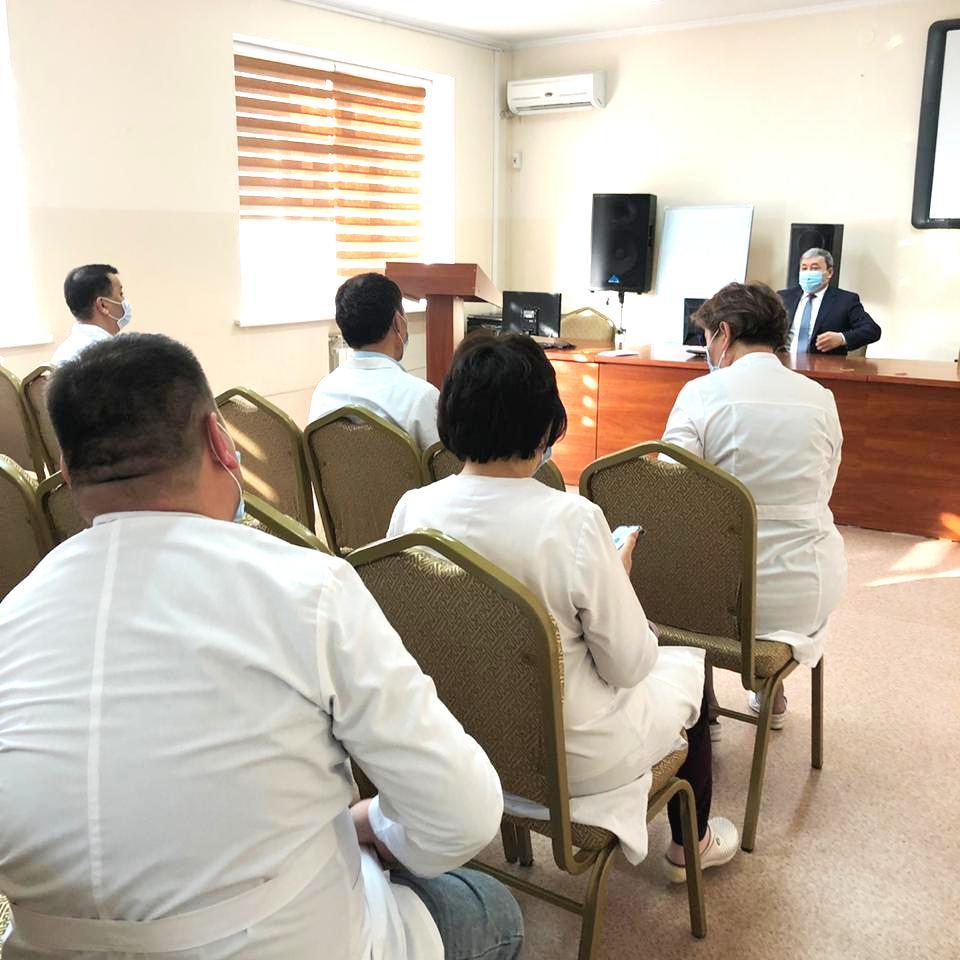 Главный врач Султанов Е.Е. провёл разъяснительную беседу с сотрудниками, на тему