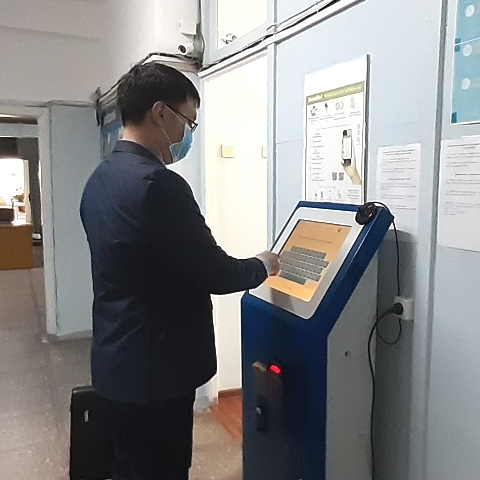 В ГБ №4 появился электронный терминал для оплаты взносов ОСМС