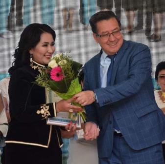 100 путевок в санаторий вручили лучшим врачам в честь профессионального праздника в акимате Туркестанской области