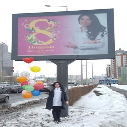 Врач Городской поликлиники №5 на LED-экранах в центре Астаны