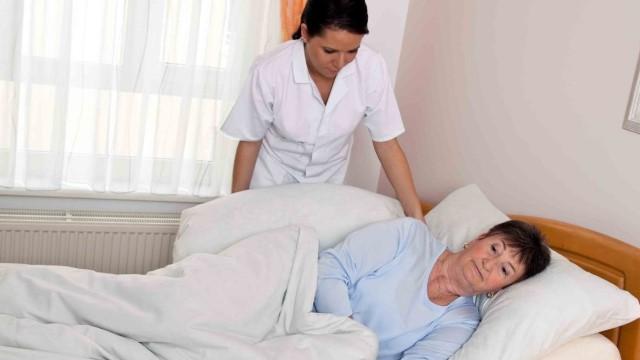 Борьба с пролежнями: основы ухода за лежачими больными