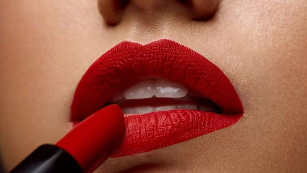 Восемь мифов о макияже и косметике